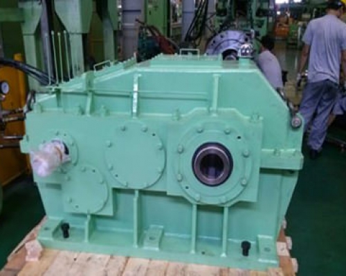 HELICAL GEAR REDUCER 1600L x 800B x 1180H
