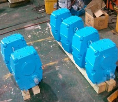 HELICAL GEAR REDUCER 450L x 404B x 561H